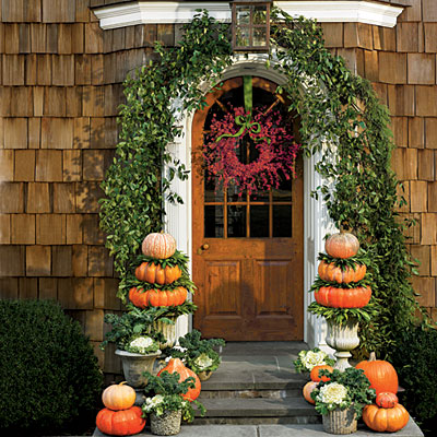 front-door-pumpkin-flower-display-l
